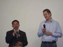 Pana Dararoth a koordinátor z Charity ČR - začleňování postižených dětí do normálních škol v Kambodži