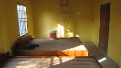 Místnost pro dobrovolníky a návštěvy v novém domě při škole