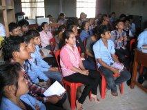 Studenti poslouchají pravdivé dějiny Kambodže